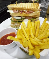 Club Sandwish with Fries